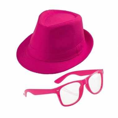 Roze verkleedset trilby hoed zonnebril carnavalskleding valkenswaard