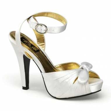 Satijnen sandalen ivoor wit dames carnavalskleding Valkenswaard