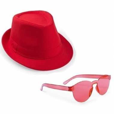 Toppers rood trilby party hoedje rode zonnebril carnavalskleding valk