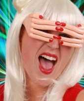 Bril vingers rood gelakte nagels