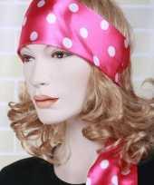 Roze sjaal witte stip