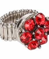 Zilveren ring rode steentjes drukknoop